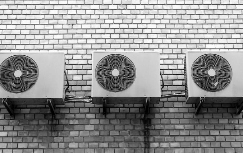 Norint tvirtinti kondicionierių pastato išorėje reikalingas statybos leidimas
